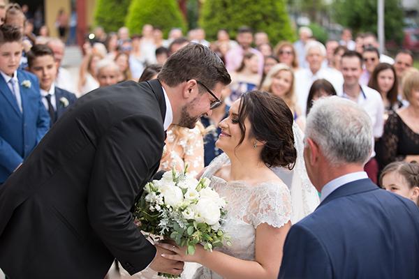 Καλοκαιρινός γάμος με ρομαντικό chic στυλ | Βίκυ & Στέργιος