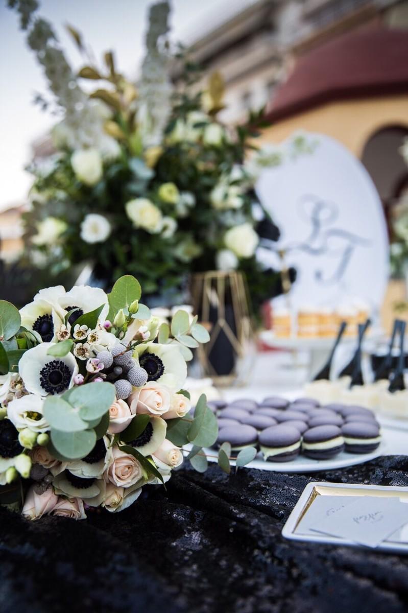 Χειμωνιάτικος γάμος και βάπτιση σε λευκές, μαύρες και ροζ αποχρώσεις